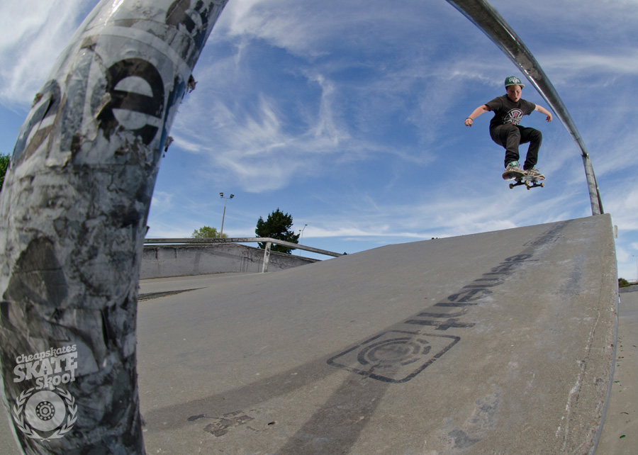 Jayden Edmonds » Ollie over the tabletop